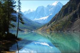 inside Nizhnee Shavlinskoe lake